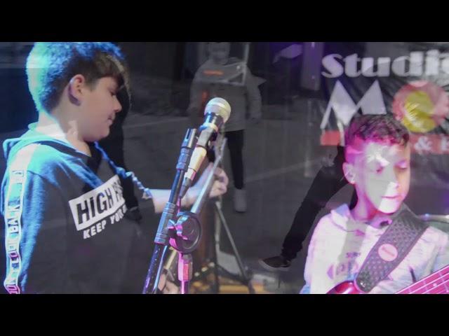 Starbugs - O negócio é rock (videoclipe oficial)