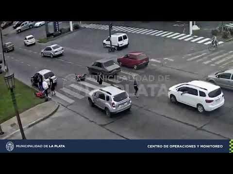 Una camioneta chocó con una moto en Avenida 19 y 72