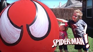 GIANT SPIDERMAN Balloon POP & Surprise Toys Egg Opening & ToysReview by KID CITY