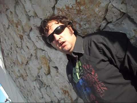 Volkan Erk - Gezerken Penceremde klip izle