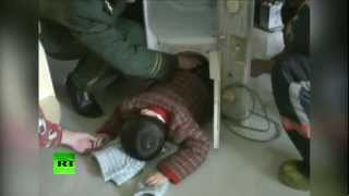 Смотреть онлайн Спасение малыша со стиральной машины 12 июля 2014