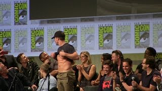 Stephen Amell Shows Abs to John Barrowman & Hall H SDCC San Diego Comic-Con