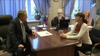 В рамках декады личных приемов граждан с жителями области встретился Александр Коровников