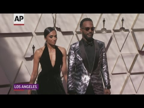 On the Academy Awards red carpet, stars including Juicy J and Questlove reacted to R. Kelly's sexual abuse charges. (Feb. 24)