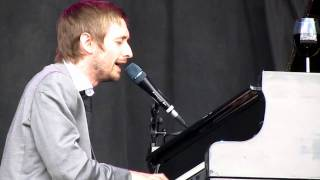 Divine Comedy - Everybody Knows (Except You) live at V Festival 2010