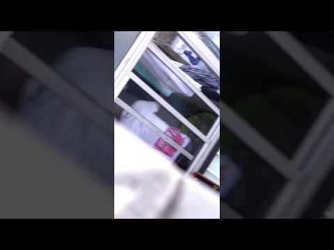 Homem é filmado agredindo um cachorro