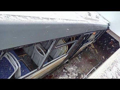 Μόσχα: Λεωφορείο έπεσε σε υπόγεια διάβαση πεζών