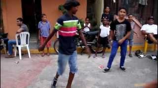 preview picture of video 'Robelin y Manuel y Colon 2  bailando en la calle Manganagua, Santo Domingo DR'