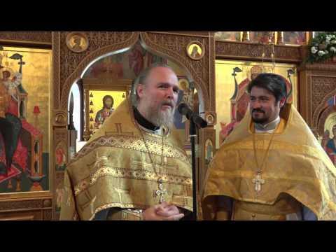 Протоиерей Димитрий Соболевский приветствует протоиерея Сергия Просандеева
