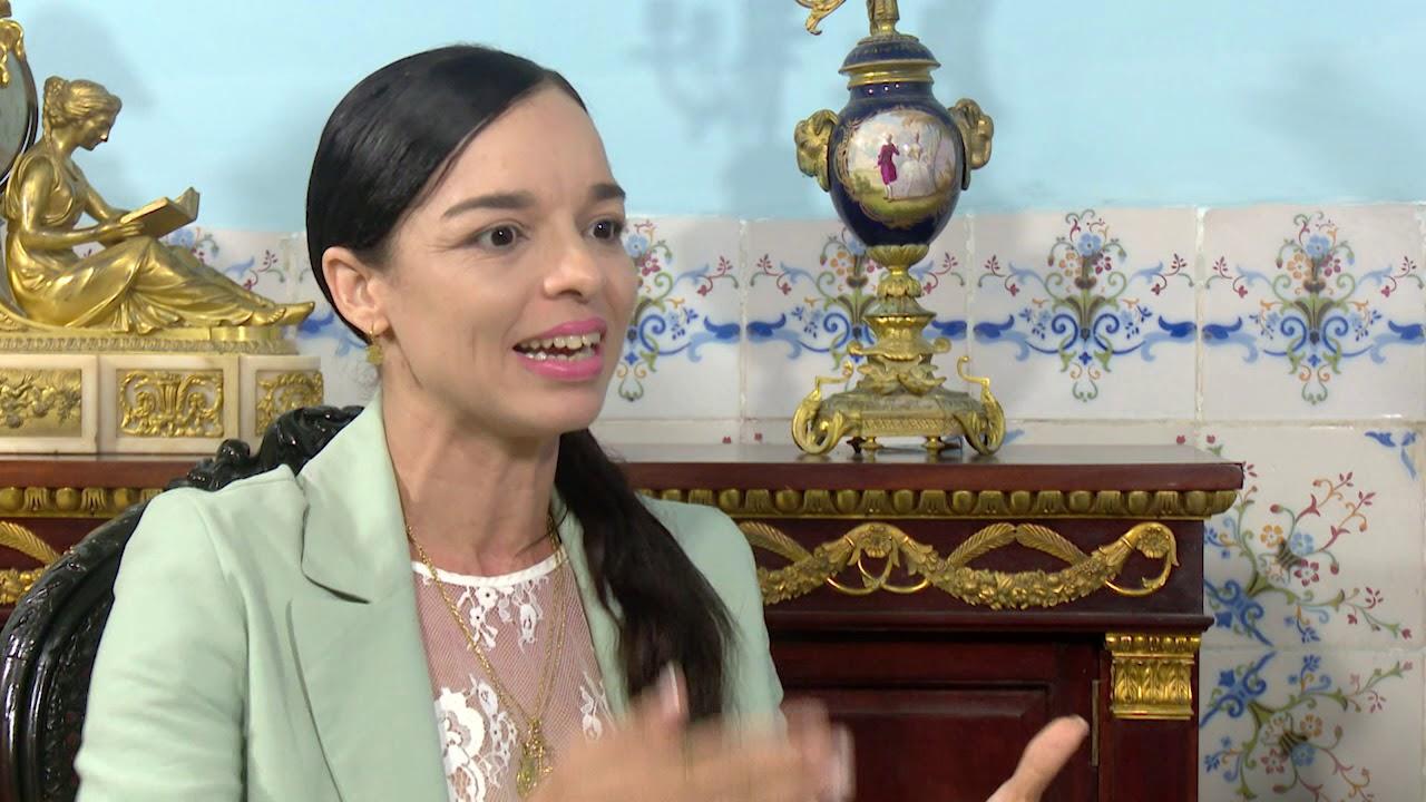 Viengsay Valdés bei einem Interview im Oktober 2019 | Bildquelle: https://youtube.de © Cubavisión Internacional, YouTube | Bilder sind in der Regel urheberrechtlich geschützt