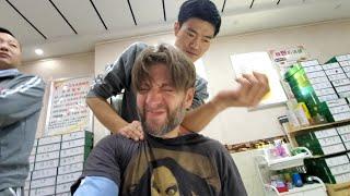 Chinese STRAIGHT RAZOR TOE NAIL CUTTING & RAZOR FOOT SCRAPE w/ Foot & Shoulder Massage | WUHAN CHINA