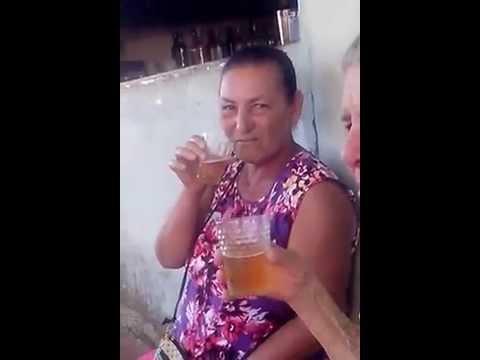 Dona Maria mae da Quênia só na cervejinha gute gute