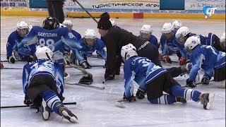 Бывший нападающий ЦСКА провел благотворительные мастер-классы для юных новгородских хоккеистов