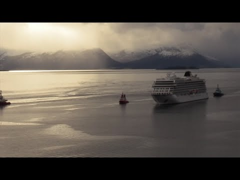 A disabled cruise ship, Viking Sky, was towed to the port of Molde Sunday afternoon.The cruise ship was carrying 1,373 passengers and crew members when it had engine trouble on Saturday, in an unpredictable area of the Norwegian coast. (March 24)