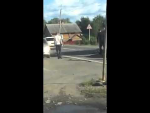 Пьяный голожопый велосипедист против водителя в Карелии