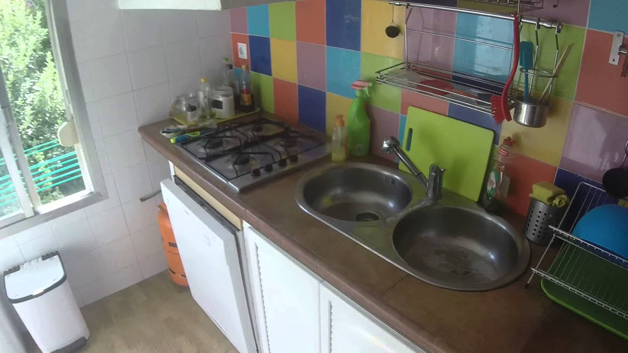 Furnished rooms for rent in 3 bedroom flat with AC in the vibrant district of Triana