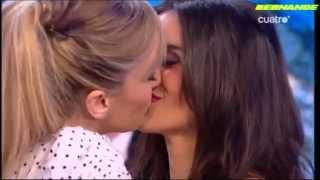Anna Simon Y Paula Garber Beso Lesbico