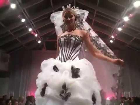 Áo cưới Asoen Bridal trong show diễn thời trang cưới tại Mỹ