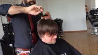 Смотреть онлайн Мужская прическа на волосы средней длины