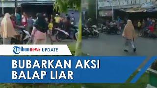 Viral Aksi 2 Emak-emak Tutup Jalan Pakai Kursi untuk Bubarkan Balap Liar di Jambi