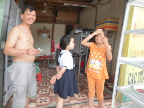 ベトナム ラオカイのムニュムニュお口の少女10歳