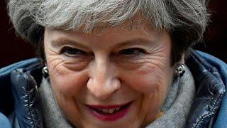 """Theresa May pede ajuda à oposição e admite adiar o """"brexit"""""""