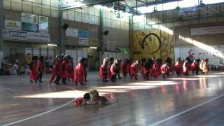 preview picture of video 'Dansa Africana P5 Carnaval 2010 Escola Sant Josep'