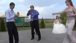 Жених танцует брейк на свадьбе - Видео онлайн