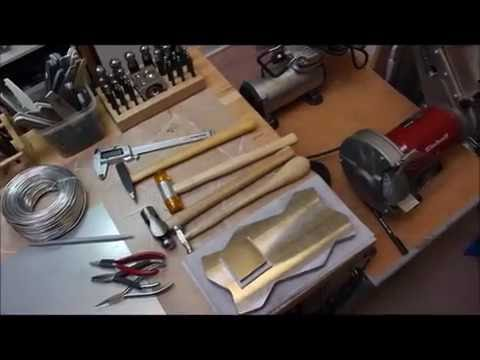 Auch Alu kann man schmieden ... eine Kette mit Ledereinsatz entsteht ...