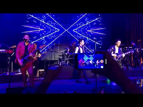 What A Man Gotta Do (LIVE) - Jonas Brothers at the Hollywood Palladium