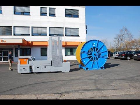 Der Trommeltransporter KT 300 wird für das Handling von Trommeln mit aufgewickelten Edelstahlrohren eingesetzt. Er kann Lasten von bis zu 30 t transportieren. Mithilfe der verstellbaren Radarmöffnung kann das Gerät an unterschiedliche Trommelgrößen angepasst werden. Die Steuerung erfolgt komfortabel über eine Funkfernbedienung, mit der die Pinolen zur Aufnahme gesteuert werden können.