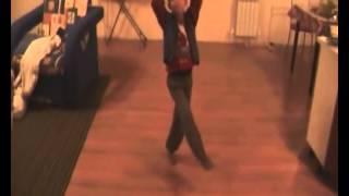 Маленький мальчик танцует  Мальчик танцует видео