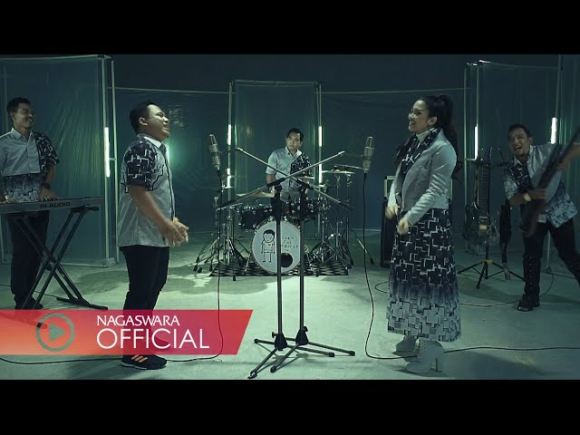 Wali & Fitri Carlina - Sakit Tak Berdarah (Official Music Video NAGASWARA) #music