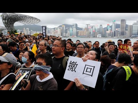 العرب اليوم - شاهد: التجار الصينيون يدفعون بالمحتجين إلى شوارع هونغ كونغ