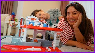 YANKI İLE OYUNCAK HASTANE OYNUYORUZ l Playing With Toy Hospital For Kids