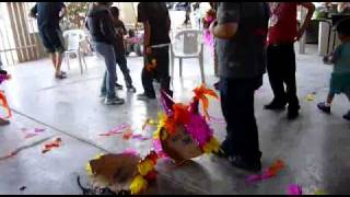 preview picture of video 'En El Cumpleaños de Doña Eva Gtz (Beto)'