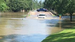 Trucks Driving Through Houston Texas Flood Waters Of Willow Creek At Willow Creek Golf Club