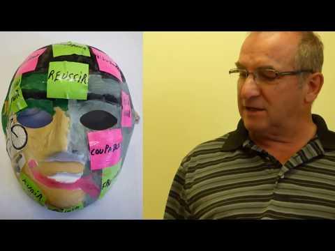 La soude et le jus de citron dans le masque pour la personne