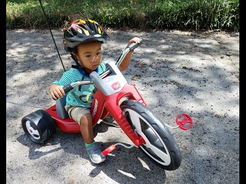 Radio Flyer Trike Unboxing/Review | Mike and Odin V. World