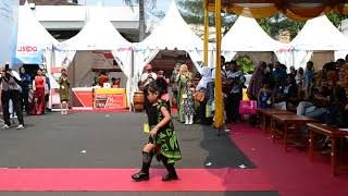 preview picture of video 'Perfome Talent Dira Maulida in Fashion Show Kids'