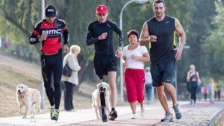 Владимир Кличко на пробежке с героем АТО
