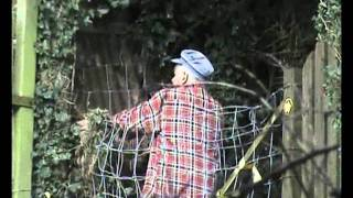 preview picture of video 'Why does my fence keep falling down... maybe Rodney Burrett  from Bere Alston can shed some light?'
