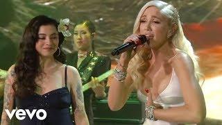 Gwen Stefani & Mon Laferte - Feliz Navidad