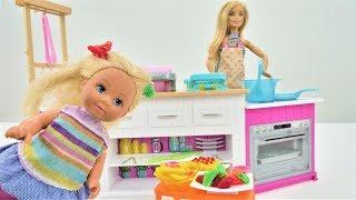 Мультики с куклой Барби. Обед для Штеффи. Видео для девочек.