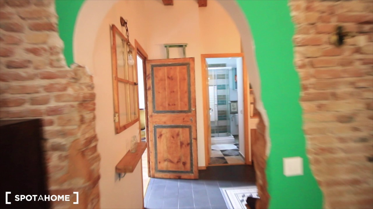 Big room with ample storage in shared apartment, El Raval