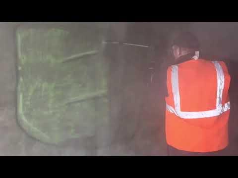 Graffiti milieuvriendelijk verwijderen van zijwanden en gevels in fietstunnel