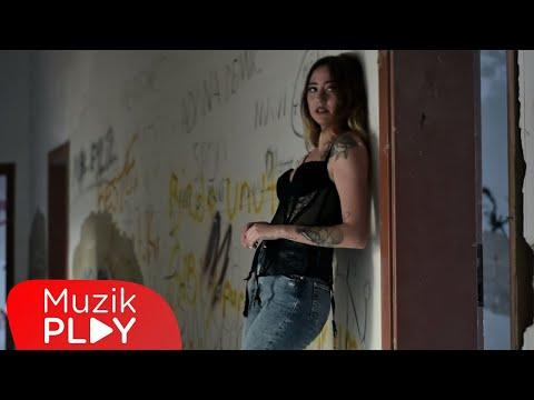 Pamir Saraçoğlu & Ege Çubukçu - Bekletme (Official Video) Sözleri