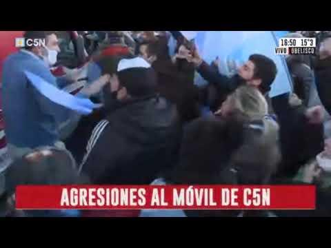 Crudas imágenes del ataque de hinchas del Covid a periodistas de C5N