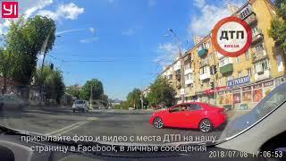 Киев. Науки 50. Безстрашный одноразовый котан поворачивает налево на красный свет через двойную спло