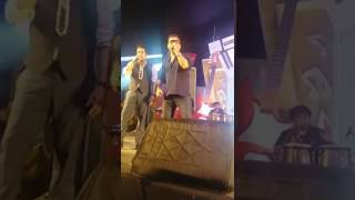 Mika Singh and Abhijeet Bhattacharya are Rocking on stage